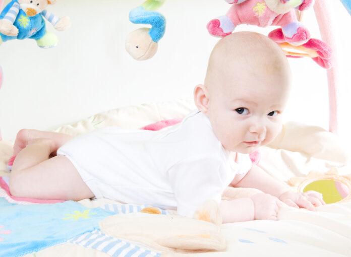 Säuglings-Erstausstattung für das Baby